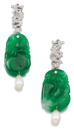 Pair of cultured pearl, jadeite and diamond pendent ear clips from Sotheby's Jade Jewelry, Pearl Jewelry, Antique Jewelry, Vintage Jewelry, Jewelry Box, Jewlery, Diamond Earing, Family Jewels, Emerald Earrings