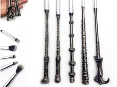Thanks to Storybook Cosmetics, Harry Potter nerds everywhere will be able to use these wand-shaped makeup brushes cast their facial enchantments! But the first brushes are already sold out! Are you excited?