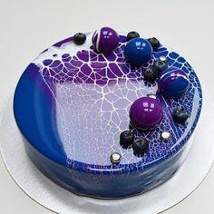 Pear And Almond Cake, Almond Cakes, Beautiful Cakes, Amazing Cakes, Galaxy Cake, Mirror Glaze Cake, Purple Mirror, Novelty Cakes, Creative Cakes