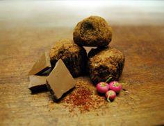 Čokoládovo Bylinkové Truffles  Tento recept je pre milovníkov byliniek a čokolády. Základný recept je z čiernej čokolády ale kedže milujem b...