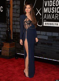 Selena Gomez aparece em vestido da Versace modas no MTV Video Music Awards 2013. - MM ON