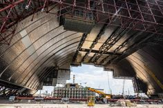 O NSC  Novo Confinamento Seguro: A maior estrutura móvel do mundo tem 110m de largura 150m de altura e 256m de comprimento somando trinta mil toneladas e funciona em Chernobyl. Conheça mais sobre essa e outras grandes obras no http://ift.tt/1IJoGoo.