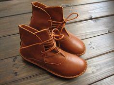 Chaussures à la main, bottines, chaussures femmes Oxford, chaussures plates, chaussures Retro en cuir, chaussures occasionnelles, bottes courtes, par HerHis sur Etsy https://www.etsy.com/fr/listing/187226483/chaussures-a-la-main-bottines-chaussures