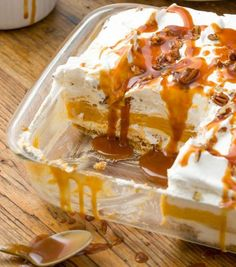 If you're looking for a fall dessert, this pumpkin cheesecake lasagna is what you need. Layers of cheesecake filling and pumpkin mousse will rock your world. Pumpkin Cheesecake Recipes, Cheesecake Desserts, Köstliche Desserts, Pumpkin Recipes, Delicious Desserts, Dessert Recipes, Turkey Recipes, Carmel Cheesecake, Raspberry Cheesecake