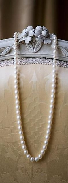Ana Rosa Can any resist the charm of a string of pearls Just Girly Things, Tahiti, Pearl Jewelry, Pearl Necklace, Jewlery, String Of Pearls, Pearl And Lace, Fashion Moda, Southern Charm