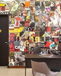 """A parede lambe-lambe, feita com um mosaico de cartazes da coleção de Bernardo (Coletivo Gráfico). """"Por cima, passamos uma cola diluída que torna o papel mais resistente"""