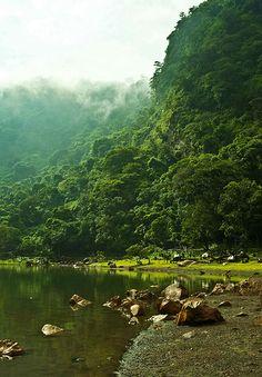 Laguna de Alegría al interior del Volcan Tecapa, Usulutan, El Salvador