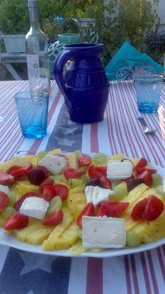 Fruktsallad med Brieost Waffles, Salads, Breakfast, Food, Morning Coffee, Essen, Waffle, Meals, Yemek