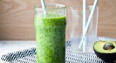Recept på grön smoothie. Mellisdrink fylld med vitaminer. Avokado ger smoothien krämighet.