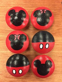 Disney (Mickey) Dresser Pulls - Best Picture For flower crafts For Your Taste You are looking for something, and it is going to t - Rock Painting Patterns, Rock Painting Ideas Easy, Rock Painting Designs, Painting For Kids, Pebble Painting, Pebble Art, Stone Painting, Painted Rocks Craft, Hand Painted Rocks