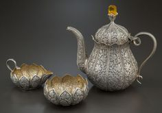 A THREE-PIECE INDIAN SILVER TEA SET. Maker unknown, 20th century.Marks: Unmarked . 7-5/8 inches high (19.4 cm) (tea pot).