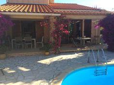 Villa met privé zwembad in residentiële wijk€330 000 euro
