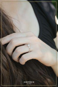Put a ring on it! 💍 Dieser elegante Verlobungsring ist mit seinem Solitär nicht nur bezaubernd, sondern auch erstaunlich kostengünstig.