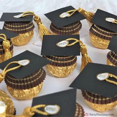 ferrero rocher candy graduation caps, cute candy graduation favors, diy grad fav… – Back to School Crafts – Grandcrafter – DIY Christmas Ideas ♥ Homes Decoration Ideas Graduation Party Planning, Graduation Party Favors, College Graduation Parties, Graduation Decorations, Graduation Party Decor, Grad Parties, Graduation Caps, Graduation Ideas, Wedding Favors