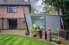 For the perfect office setting, what is better than one of our garden rooms? The team created this stunning garden office to the clients' exact preferences. Garden Office, Workshop, Container, Gallery, Outdoor Decor, Green, House, Home Decor, Atelier