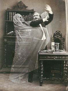 A Deliciously Creepy Victorian Halloween — The Raven & Black Cat - A Connoisseur's Compendium of Haunted Houses, Victorian Horror, and All Things Dark and Macabre. Retro Halloween, Photo Halloween, Halloween Fotos, Victorian Halloween, Vintage Halloween Photos, Halloween Pictures, Victorian Era, Happy Halloween, Victorian Library