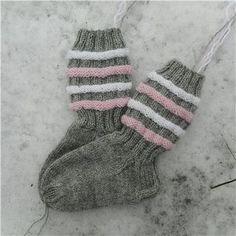 Granny Square Sweater, Cool Socks, Awesome Socks, Baby Knitting Patterns, Knitting Socks, Knitting Projects, Fun Projects, Handicraft, Knit Crochet