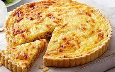 Guiche lorraine légère Weight Watchers, recette d'une délicieuse tarte salée de la cuisine lorraine très facile et simple à réaliser à base d'une pâte brisée légère garnie de lardons fumés et de crème fraîche.