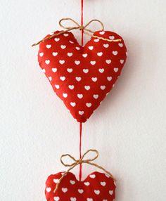 Suspension 3 petits coeurs en tissu rouge et blanc par FunkySunday, €5,00
