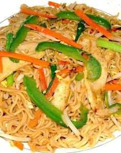 Recipe for Classed Up Ramen Stir-Fry Ramen Recipes, Asian Recipes, Great Recipes, Favorite Recipes, Ethnic Recipes, Noodle Recipes, Veggie Fries, Veggie Stir Fry, Yummy Noodles