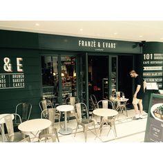キッシュがおいしい…そうだ まだ入ったことない 外国のかたがテラス席を占領してるのをよく見る ・ ・ #表参道 #東京 #franzeevans #london #cafe #omotesando #tokyo #japan