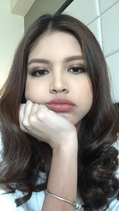 Embedded image Maine Mendoza Outfit, Korean Eye Makeup, Filipina, Makeup Looks, Glamour, Lady, Pretty, Beautiful, Beauty