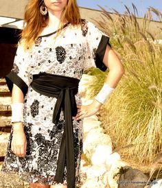 KIMONO Evening dress in cream printed lace