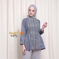 Batik Fashion, Hijab Fashion, Fashion Outfits, Batik Kebaya, Batik Dress, Kurti Neck Designs, Blouse Designs, Casual Hijab Outfit, Casual Outfits