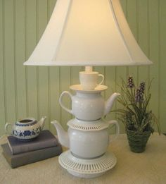 40 Ideas of How To Reuse Tea Cup Artistically . So lovely and creative! I'm gonna raid the second-hand store's tea cup section soon. Teapot Lamp, Teacup Crafts, Upcycled Home Decor, Creative Home, Creative Decor, Lamp Light, Tea Party, Tea Cups, Creations