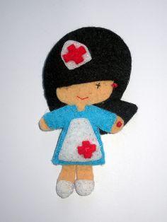Broche enfermera en fieltro by ChikiPol, via Flickr