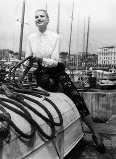 You've Never Seen These Photos Of Hollywood Icon Grace Kelly At the Cannes Film Festival in Old Hollywood Style, Hollywood Icons, Hollywood Fashion, Hollywood Stars, Classic Hollywood, Hollywood Cinema, Vintage Hollywood, Hollywood Glamour, Grace Kelly Mode