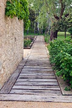 Wood Garden Pathways 10 The Effective Pictures We Offer You About Garden Design pergola A quality picture can tell you Back Gardens, Outdoor Gardens, Unique Garden, Backyard Landscaping, Backyard Designs, Landscaping Ideas, Railroad Ties Landscaping, Backyard Ideas, Garden Cottage