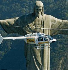 PASSEIO DE HELICÓPTERO PANORÂMICO NO RIO DE JANEIRO ROTEIRO 04 (10 Min.) A cidade maravilhosa vista do céu! Venha conhecer num passeio de Helicóptero no Rio de Janeiro, essa cidade famosa por sua beleza e natureza. http://presentes-bergolli.com/br/presentes-de-experiencias-passeio-de-helicoptero-rio-de-janeiro-03.html
