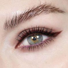 609 отметок «Нравится», 21 комментариев — Katie Jane Hughes (@katiejanehughes) в Instagram: «Maroon wings - Lavender water line ▪️That maroon red is Enigma from @meltcosmetics Dark Matter…»