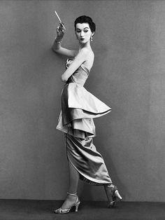 Dovima; photo by Richard Avedon, 1950.