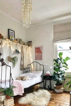 Boho Teenage Girl Bedroom Idea. Need some teen bedroom ideas for girls? Check out different cheap and more expensive decorations styles: boho, vintage, modern, cozy, minimalist, etc. #teenbedroom #teenbedroomideas #teenbedroomideasforsmallroom #glaminati #lifestyle
