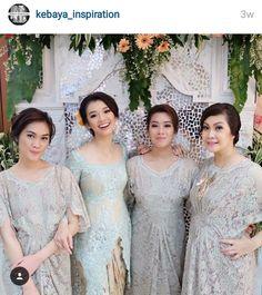 Soft blue kebaya n the bridesmaid Kebaya Lace, Kebaya Brokat, Kebaya Dress, Batik Kebaya, Batik Dress, Traditional Fashion, Traditional Dresses, Grey Bridesmaids, Bridesmaid Dresses
