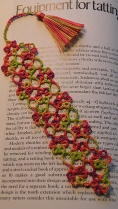 """Tatted bookmark by Julie Patterson from her book """"Just Marking Tome"""" pattern is called Petals.....Oh....Oh, wow!! :)"""