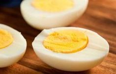Hard-Boiled Eggs - A hot start (placing right into boiling water or a full-steaming pot) is the most important factor in creating an easy-to-peel hard-boiled egg. A hard-boiled egg is an excellent source of healthy protein, fat and antioxidants. Easy Hard Boiled Eggs, Perfect Hard Boiled Eggs, Boiled Egg Diet, Quick Snacks, Diet Snacks, Healthy Snacks, Healthy Fats, Healthy Protein, Whey Protein
