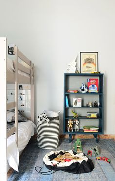It's not all princess and pink.. After seeing Violet's dreamy little space in our 3-part house tour, Emily of Cuckoo shows us how we can spruce up a boy's room next to make it look equally charming. Take it from...