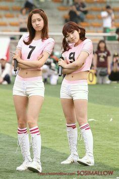 Yoona y Taeyeon Pretty Asian, Beautiful Asian Girls, Im Yoona, Girls Generation, South Korean Girls, Korean Girl Groups, Baseball Girls, Idole, Asian Celebrities