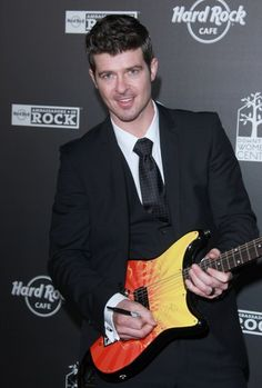 Celebs rock out at Hard Rock opening