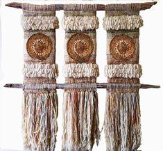 โปรเจกต์น่าลอง Woman T-shirts womens wonder woman t shirt Weaving Textiles, Weaving Art, Tapestry Weaving, Loom Weaving, Hand Weaving, Weaving Wall Hanging, Wall Hangings, Peg Loom, Weaving Projects