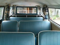 Really a beautiful bus. Volkswagen Transporter, Vw T5, Kombi Food Truck, Vintage Volkswagen Bus, Happy Bus, Kombi Interior, Combi Vw, Cute Cars, Retro Cars