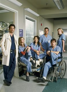 20 Fascinating Facts You Never Knew About Grey's Anatomy - Shonda Rhimes Masterclass Anatomy Grey, Greys Anatomy Couples, Grey Anatomy Quotes, Grey Quotes, Greys Anatomy Season 1, Greys Anatomy Facts, Photo Wall Collage, Picture Wall, Series Lgbt