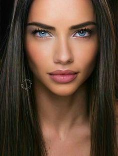 Adriana Lima Outfit, Adriana Lima Body, Adriana Lima No Makeup, Adriana Lima Bikini, Stunning Eyes, Beautiful Gorgeous, Most Beautiful Women, Pure Beauty, Beauty Women
