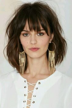 Angelina Suede Hoop Earrings at Nasty Gal Oval Face Hairstyles, Hairstyles With Bangs, Hair Inspo, Hair Inspiration, Medium Hair Styles, Short Hair Styles, Haircut And Color, Great Hair, Hair Lengths