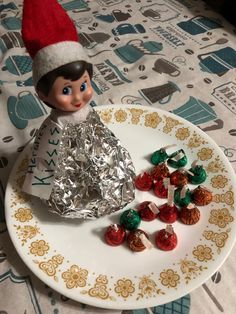 Here are over 70 Elf on the Shelf Ideas for Kids. These funny Elf on the Shelf ideas with notes will surely be a fun thing to do with kids for Christmas. Elf on the Shelf Ideas for Kids With Messages Which Kids Are Gonna Love - Hike n Dip Noel Christmas, Christmas Elf, Christmas Crafts, Christmas Messages, Christmas Presents, Christmas Ideas, Awesome Elf On The Shelf Ideas, Elf On The Shelf Ideas For Toddlers, Elf Auf Dem Regal