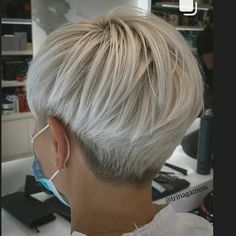 #hairs#haircutsforwomen#haircutwomen#hairstyleoftheday#shorthair#shorthairlife @julien.clrc#hairstylesforwomen… Short Hair Undercut, Short Blonde Haircuts, Undercut Hairstyles, Cool Hairstyles, Short Hair Cuts For Women, Hair Cuts For Over 50, Short Hair Trends, Short Hair Styles, Short Silver Hair