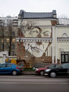 The glitteringly-bright, subtly erotic and beautiful works of Gustav Klimt may not seem an ideal match for the fast-paced, urban aesthetics of street art. Portrait Images, Portraits, Wonder Art, World Street, Like Image, Outdoor Art, Street Art Graffiti, Art Of Living, Street Artists